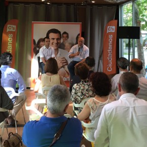 Francisco Igea y Pablo Yáñez visitan la Feria del Libro y celebran la apertura de campaña con sus afiliados
