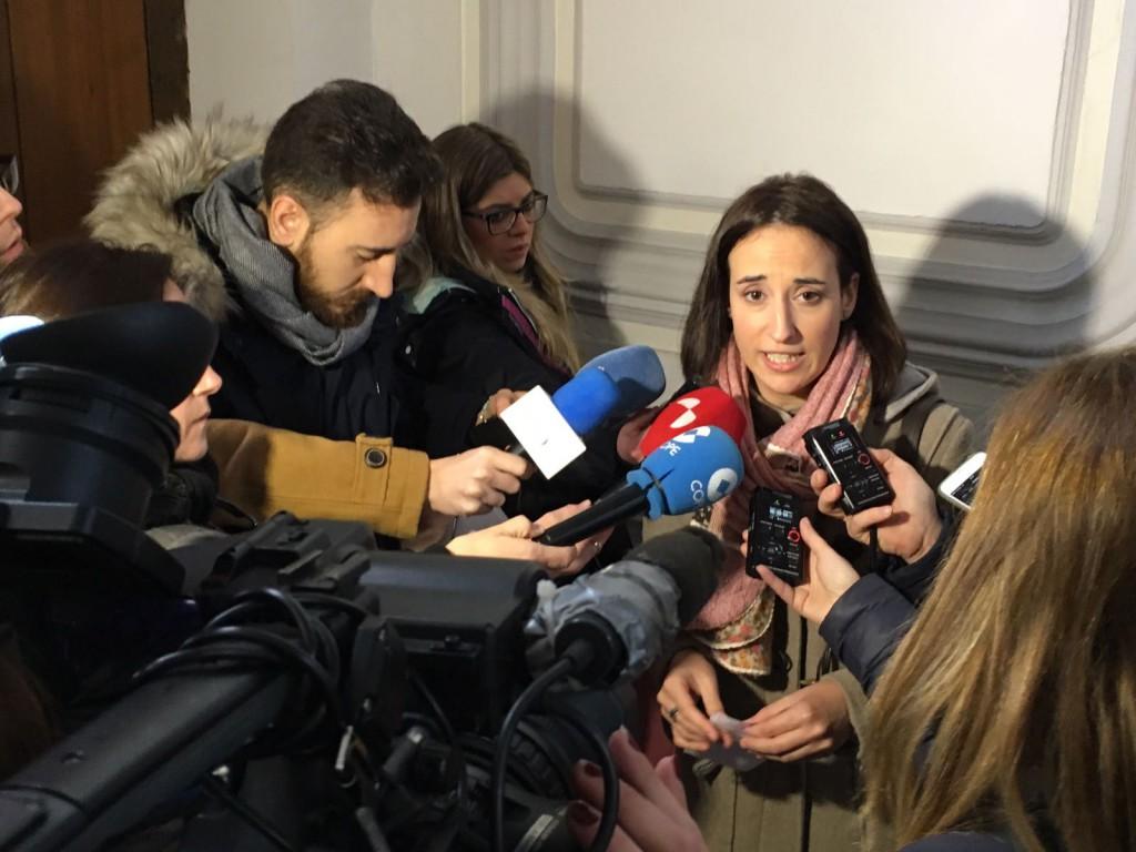 Pilar Vicente durante la atención a medios en la sede de la SVAV