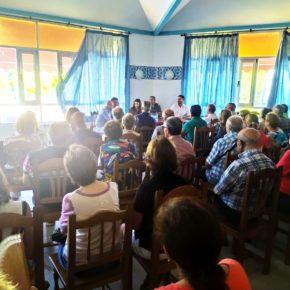 Gema Gómez se reúne con los vecinos de la urbanización El Otero, dependiente de Tudela y Aldeamayor, que no tienen agua potable