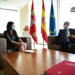 La Vicepresidenta de la Diputación de Valladolid analiza con el Presidente de las Cortes la despoblación de la provincia y el fomento del envejecimiento activo