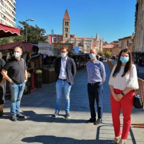 La portavoz de Cs Valladolid, junto al grupo municipal, visita el Mercado Castellano de valladolid