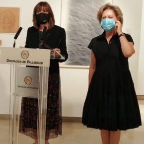 La Diputda de Ciudadanos Nuria Duque inaugura la exposición de las obras finalistas de la VII edición de la Bienal Internacional de Grabado Aguafuerte