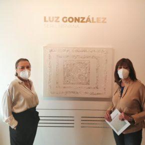 La Diputada de Cultura, Nuria Duque, inaugura la exposición de la 'Serie Nirvana', de la artista Luz González
