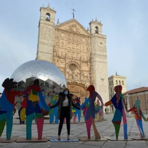 Gema Gómez se suma a la conmemoración del 75 aniversario de la creación de la ONU visitando la exposición de Gabarrón en Valladolid
