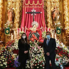 Gema Gómez y Augusto Cobos participan en la ofrenda floral a la Virgen de los Dolores, en la Vera Cruz vallisoletana