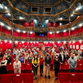 Nuria Duque y Gema Gómez participan en el acto de clausura del curso escolar de Aulas de Cultura en el Teatro Zorrilla