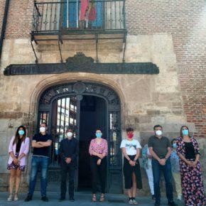 Gema Gómez participa en el minuto de silencio para condenar el asesinato de una mujer de 34 años, apuñalada la semana pasada por su pareja en Doñinos (Salamanca)